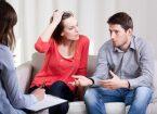 זוג בשיחת גישור גירושין