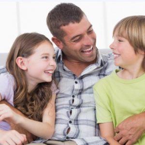 ילד, אצל מי אתה בחג- אמא או אבא?