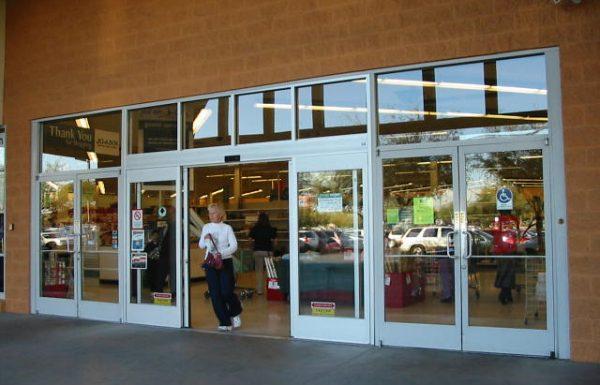 פוקס תפצה ב-70 אלף שקל לקוח שנפגע מהדלת בכניסה לחנות